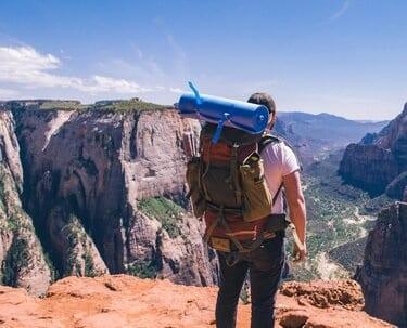 hoe pak je een backpack in tips