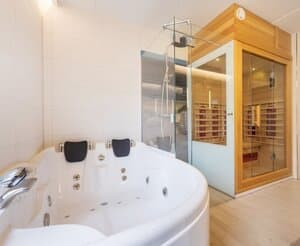 huisje met sauna en jacuzzi aan zee 4 personen