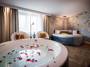 hotelkamer met sauna en jacuzzi maastricht