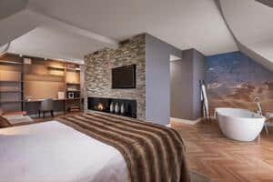 luxe hotelkamer met sauna en jacuzzi