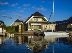 luxe villa aan het water friesland