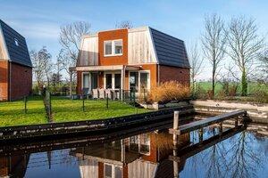 vakantiehuis aan het water met jacuzzi