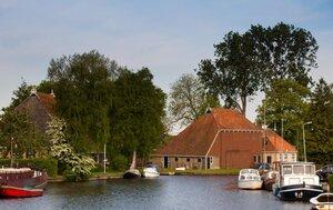 kamperen bij de boer friesland aan het water