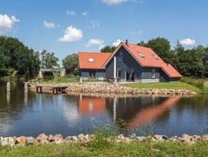 vakantiehuis met aanlegsteiger friesland