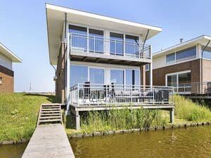 huisje aan het water friesland
