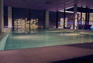 hotel met zwembad en uitzicht